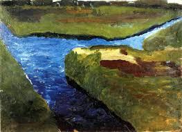 canal dans un paysage marecageux